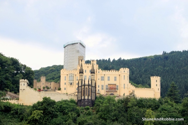 Drachenfels Castle in its entirety.